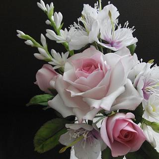 Gumpaste flowers  - Cake by cakedeluxebysusy