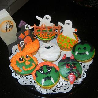 SPOOKY CUPCAKES - Cake by Fun Fiesta Cakes