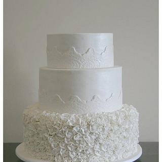 Fondant roses - Cake by Patricia Tsang