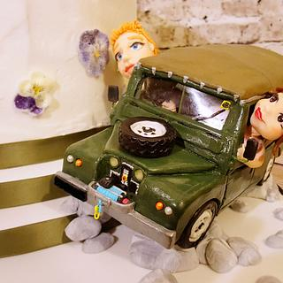 Landrover and Flowers Wedding Cake