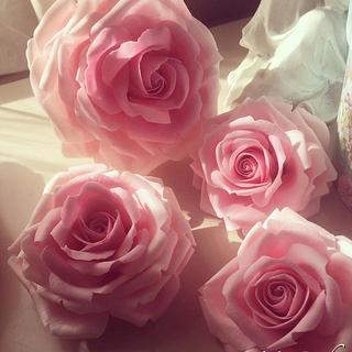 Pink roses for wedding cake