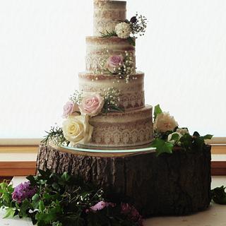 Semi-naked wedding cake - Cake by Helen Alborn