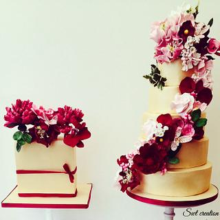 Floral gold wedding cakes.
