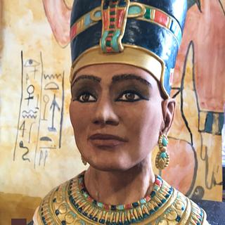 Nefertiti sculpted bust - pharaohs tomb collaboration