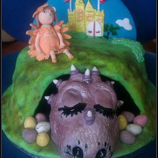 The Sleepy Dragons Keep - Cake by fiestykax