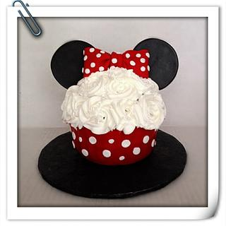 Minnie Mouse cupcake for Emily