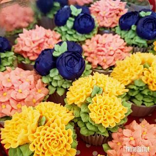 Buttercream flowers cakes