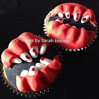 Horror teeth cupcakes