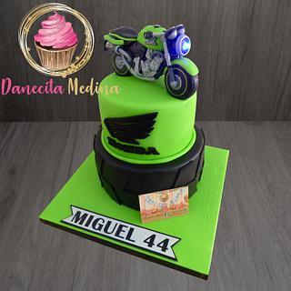 TARTA MOTOCICLETA HONDA HORNET - Cake by Danecita Medina