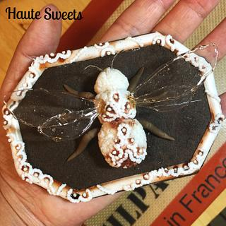 Porcelain Bumble Bee cookie - Cake by Hiromi Greer