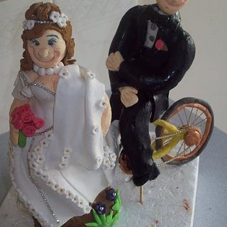 bride and groom bicycle topper - Cake by Amy