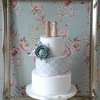 Quatre Foil Pattern Wedding Cake