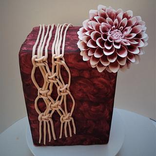Dahlia cake with gumpaste macrame
