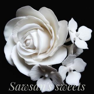 Modern rose & hydrangeas - Cake by Sawsan's sweets