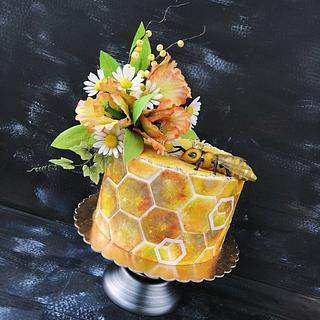 Flower cake with bee