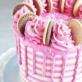 Striped cake  - Cake by rincondulcebysusana