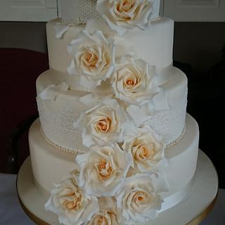 Cascading Golden Roses 4 tier wedding cake