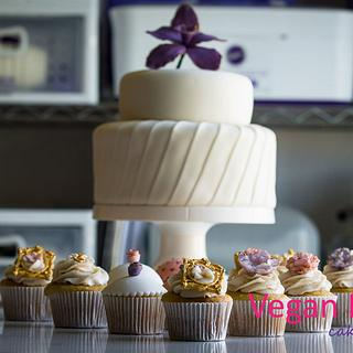 White cake purple flower