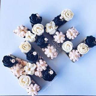 NYE Cupcakes - Cake by Sophia Mya Cupcakes (Nanvah Nina Michael)