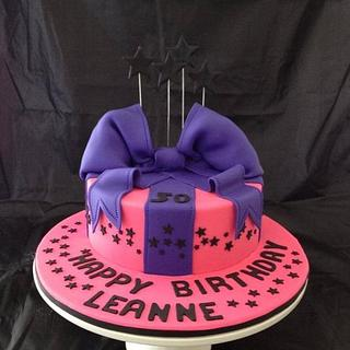 Bow and star cake