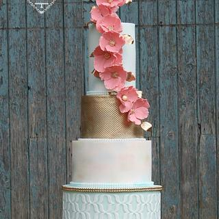 Coral watercolour cake