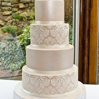 Damask and champagne