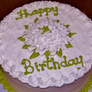 White Buttercream flower cake