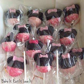 Minnie Mouse Cake & Cake Pops!