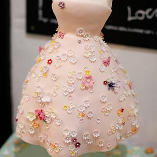 Gravity defying 1950s dress cake