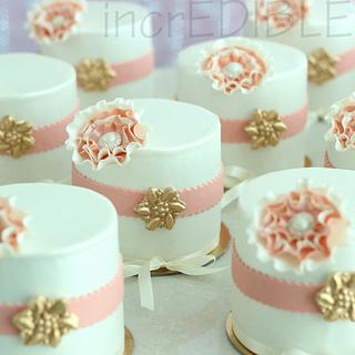 Mini Cakes: Party Favors