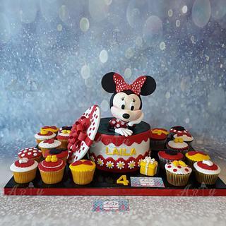 Minnie cake&cupcakes by Arty cakes