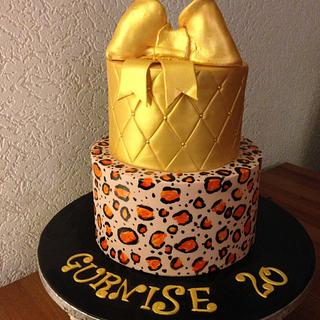Gold and tijger print cake