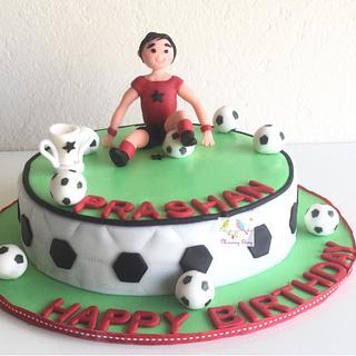 Football theme - Cake by morningglorycakes
