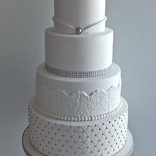 White widding cake with a bling - Cake by Mirka Cakes