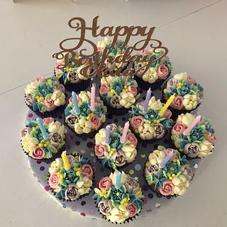 Buttercream piped flowers cupcakes