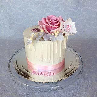 Buttercream cake with fondant flowers