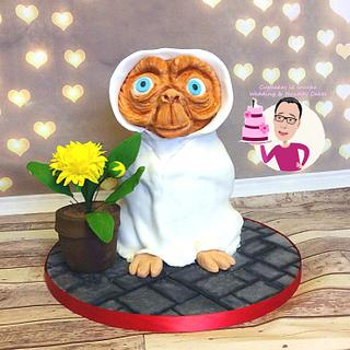 E.T cake - Cake by Cupcakes la louche wedding & novelty cakes