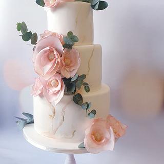 Weddingcake marbled in shades of white. - Cake by Judith-JEtaarten