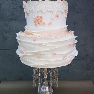 Creamy peachy wedding cake