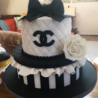 Chanel cake and cupcakes - Cake by Corni