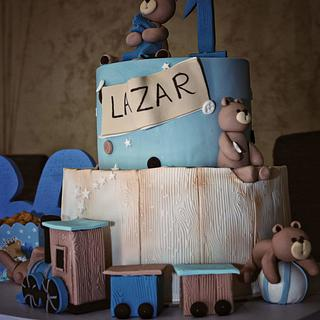 Train & bear cake