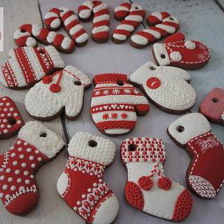 Christmas tree decoration. Knitted mittens and stockings. - Cake by maybeacookie