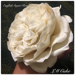 Romantic ivory english rose for wedding cake