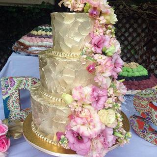 Golden Beauty - Cake by Sweet Traders