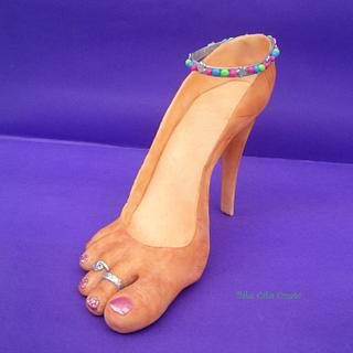Shoe/foot fetish?