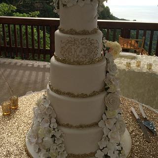 Ivory, White & Gold - Cake by MsTreatz