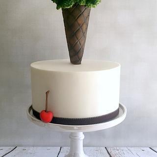 Ice cream Cake... Sorta :) - Cake by Lori Mahoney (Lori's Custom Cakes)