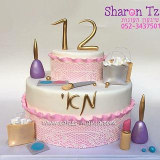 Fashion and makeup cake