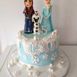 Frozen cake with Anna, Elsa and Olaf