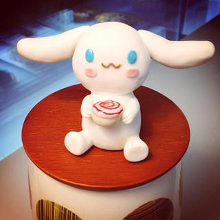 Edible Cinamo Roll Figurine Topper